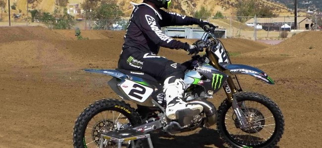 VIDEO: Ryan Villopoto amuseert zich op de tweetakt!
