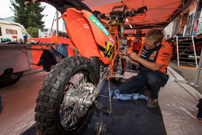 Video: Up Front With the KTM Rally Team-Testing the Dakar Bikes