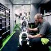 VIDEO: hoe fabrieksteams motoren heropbouwen