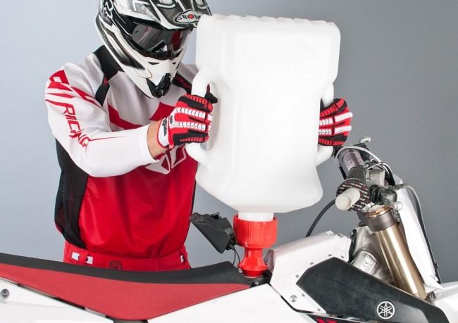 Snel en makkelijk: tanken met de Twenty Rapid Fuel Jug!