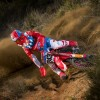 Video: De spectaculaire crash van Tim Gajser