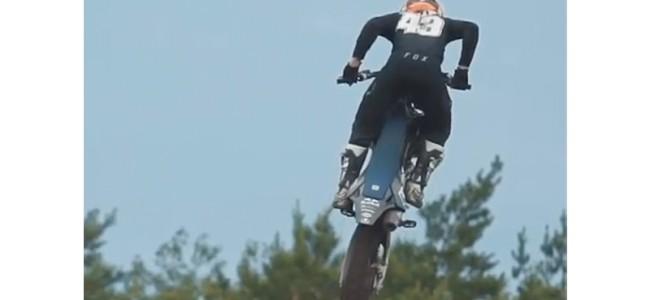 Video: Jack Miller ript op een crossmotor!