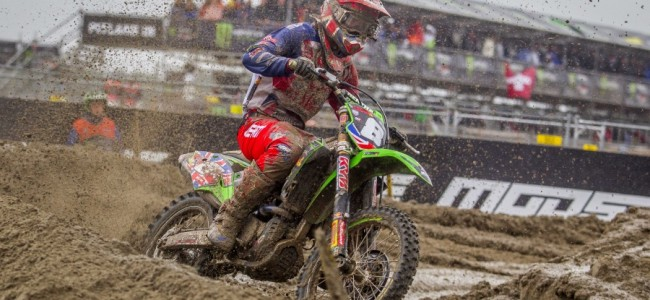 Adam Sterry op het podium tijdens de Motocross of Nations