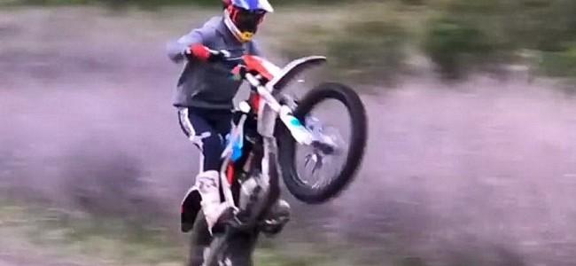 VIDEO: Max Vohland speelt met een KTM Freeride E!