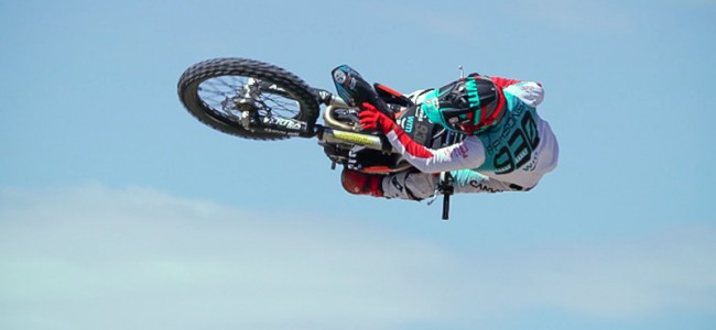 "VIDEO: Tom Parsons schittert in ""This is Moto"""