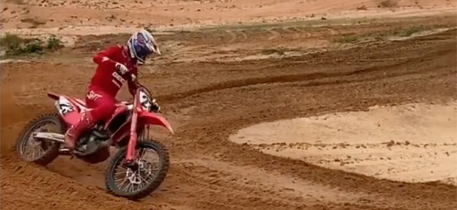 VIDEO: Chase Sexton traint op James Stewart's baan!