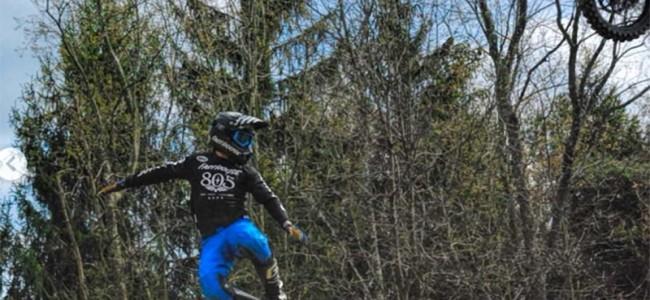 VIDEO: Darryn Durham komt ongehavend weg na MEGA-crash!