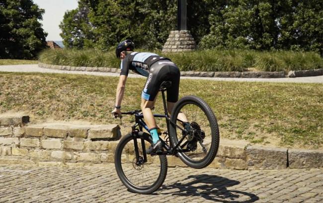 VIDEO: Jago Geerts test zijn nieuwe mountainbike