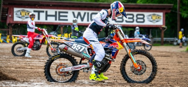 Kailub Russell stopt per direct