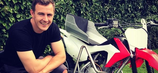 Wie ontwerpt Joël Roelants' Pitbike Masters stickerkit?